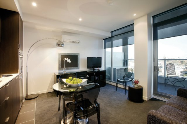 South Yarra Hotel offers luxury accommodation in the heart of Melbourne. It is just minutes away from the central business district and major landmarks of the city. The apartment hotel has an onsite g