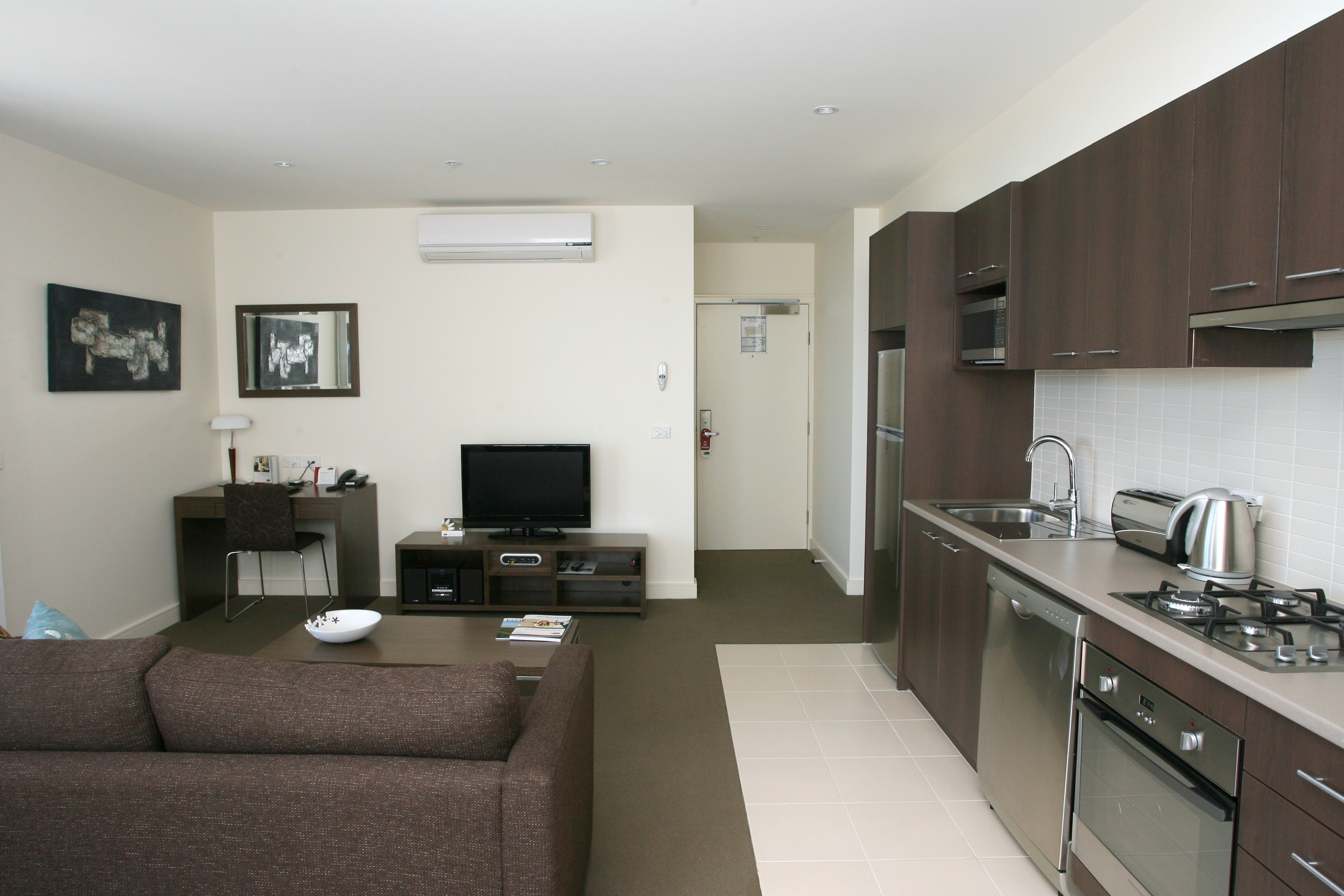 This  three serviced apartment is 73 sq.m ,  and can sleep 4 people maximum.  The apartment has 1 bathroom. The minimum length of stay for this apartment is 1 Night(s).