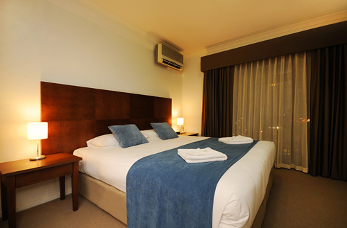 A choice of One and Two Bedroom Apartments are stylishly furnished, containing a fully equipped kitchen, laundry, mini bar, Foxtel and wireless broadband internet. Quest West End is a fully non smokin