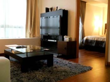 Raffles Serviced Residence offer high quality apartments at the Raffles Place / Marina Bay in Singapore.  This  two-bedroom serviced apartment is 860 sq.m ,  and can sleep 4 people maximum.  The apart
