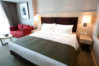 You can find wide variety of options for rooms in Ramada Hotel & Suite. From this place, you can sight to Bangkok skyline to tropical gardens and lake.  This  studio serviced apartment is 36 sq.m ,  a