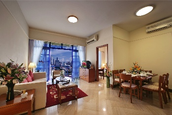 Step into the world of rustic charm at Riverside View and experience waterfront living by the Singapore River. This  three-bedroom serviced apartment is 94 sq.m ,  and can sleep 6 people maximum.  The