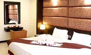 The apartment hotel is located in the Northern end of Pattaya Bay. It consists of 95 luxurious rooms including 13 Suites. Set amidst a tropical garden, easy ocean front access, the resort offers an id