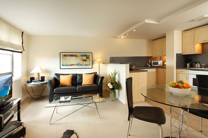 Situated on The Ropewalk, these stylish and contemporary one and two bedroom apartments have commanding views over The Park, and are conveniently located for the city centre. This  two-bedroom service