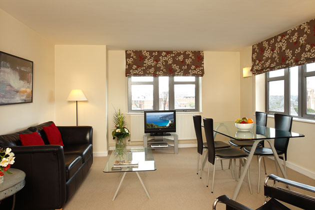 Situated on The Ropewalk, these stylish and contemporary one and two bedroom apartments have commanding views over The Park, and are conveniently located for the city centre. This  one-bedroom service