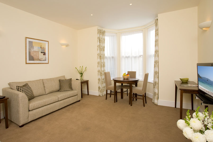 These magnificent apartments are set in restored Victorian town houses in a quiet tree lined conservation area. There is a selection of spacious one and two bedroom apartments, duplexes and town house
