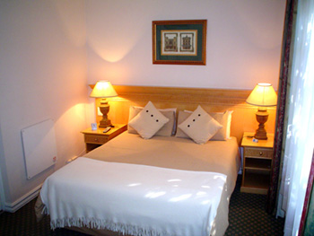 Sandton Bed and Breakfast is ideally situated in the heart of the Sandton CBD.  We are in close proximity to Nelson Mandela Square, Sandton City and Sandton Convention Centre.  Guests will therefore n