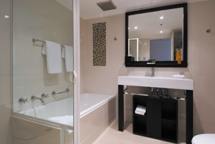 Bathroom 2-Bedroom Apartment 0 Sq.m. The York by Swiss-Belhotel