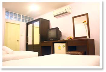 Theses bangkok serviced apartment is a daily and monthly new service apartment. It is centrally located between Rachadapisek Road, the business district of Bangkok , and with easy access to the airpor