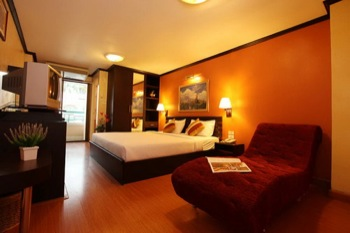 These serviced apartments are fully furnished 350 rooms with stylish interior and greenery surroundings. The lodge is located near shopping mall, department stores, and subway station, convenient to g