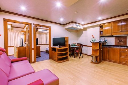 Paradise Sukhumvit has been exclusively designed for convenience and comfort by combining the warm and pleasant atmosphere with the elegant design and convenient facilities of a first class hotel. Thi