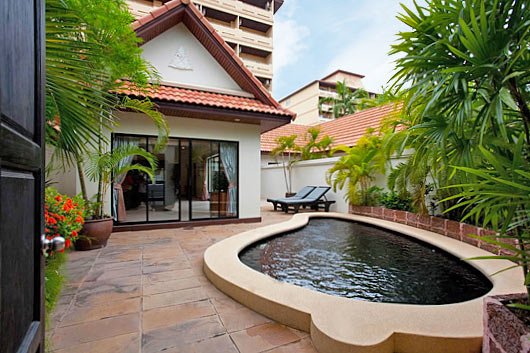 Talay Villa is the apartment in Thailand which is located just 0.4km from the famous Jomtein beach. The Villa makes it ideal for the couples seeking secluded and ecstatic holidays. Garden and the pool