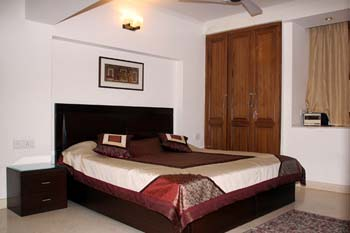 Elegant and completely furnished apartments are provided by Woodpecker Service Apartments. These new delhi serviced apartments have 3 bedroom, 2 bedroom and 1 bedroom studio apartment. It also provide